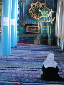lady praying in mosque